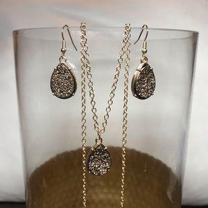 Jewelry - 3/$25 💜 Dainty Druzy Gold Pendant Necklace Set